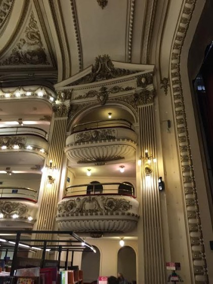 The loges in El Ateneo are a favorite place to curl up with a good book.