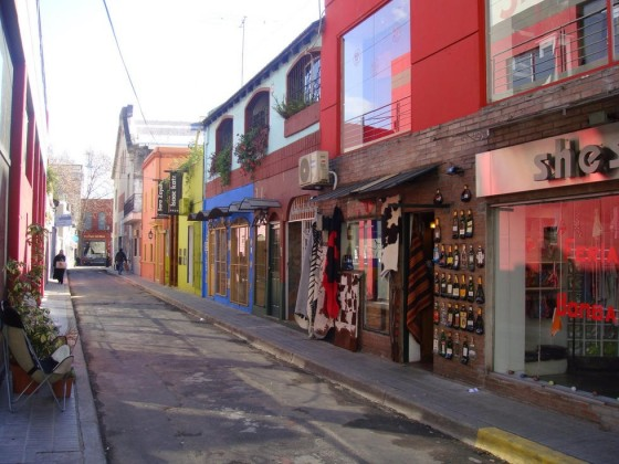 There are wonderful boutiques with a sophisticated and/or Boho vibe in Palermo Soho.