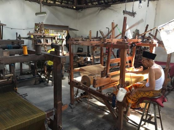 Hand weaving, Indonesian style.